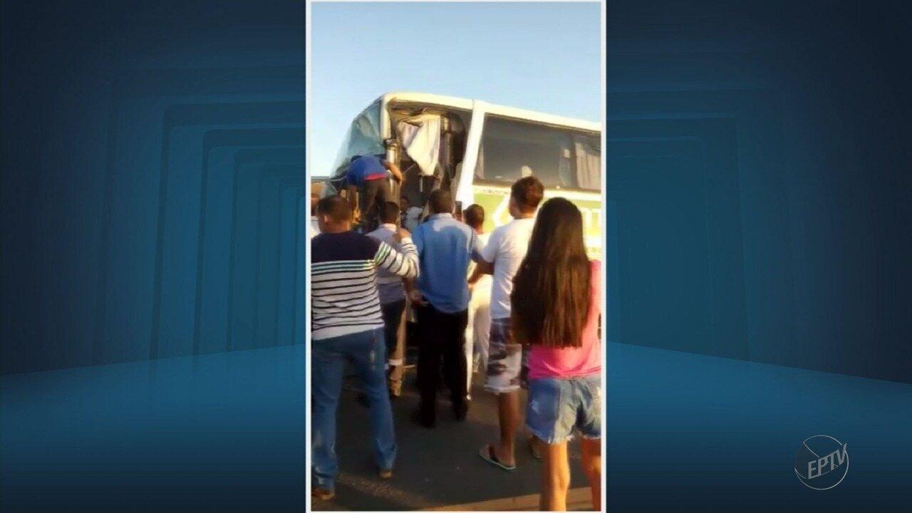 Motorista de ônibus fica gravemente ferido após acidente na Fernão Dias