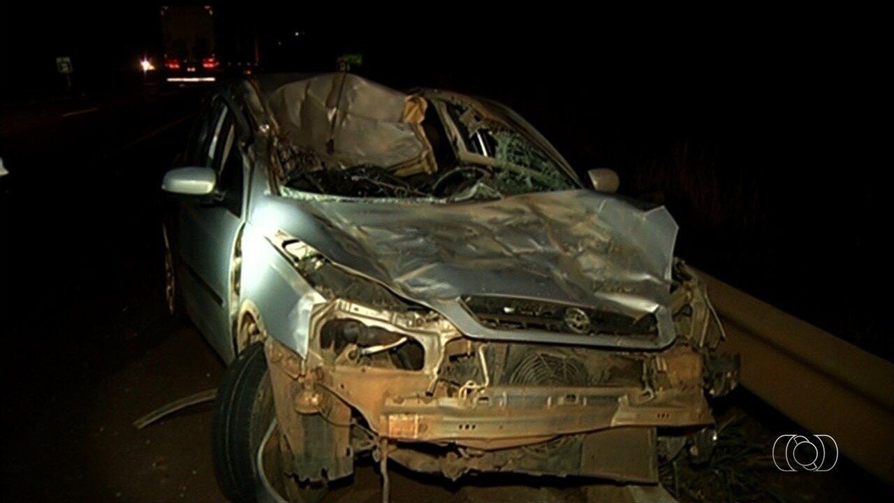 Acidente entre carro e cavalo deixa motorista gravemente ferido em Rio Verde