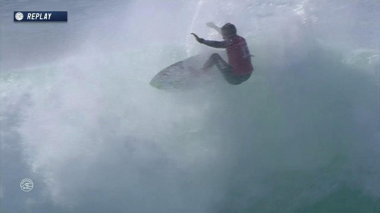 Adriano de Souza abre a bateria com 6.83 na etapa da França no Mundial de Surfe