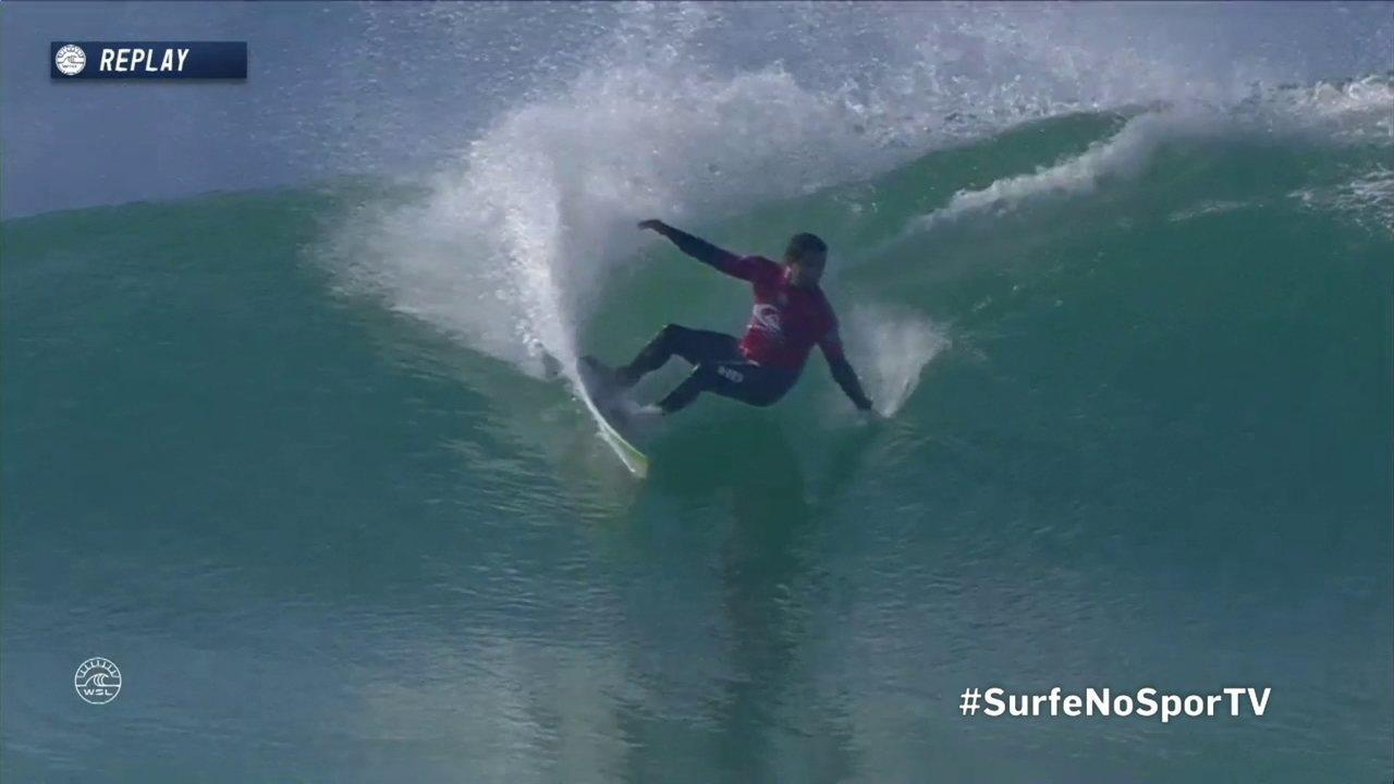 Adriano de Souza consegue um 7.67 etapa da França no Mundial de Surfe