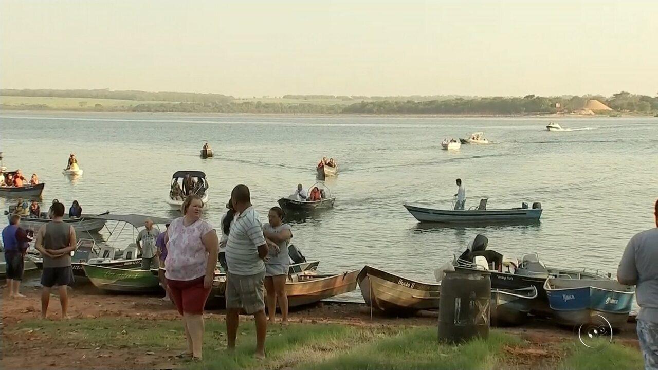 Barqueata em Araçatuba reúne milhares de fiéis no Dia de Nossa Senhora Aparecida