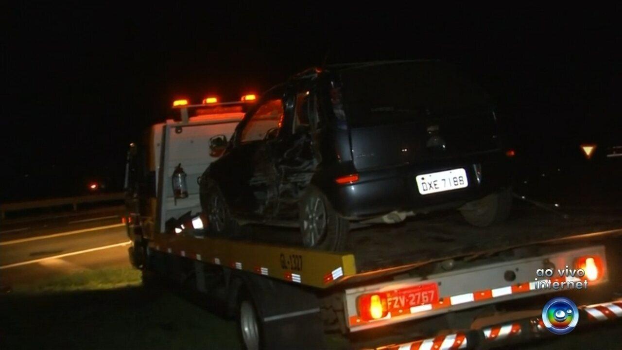 Acidente entre carro e carreta deixa feridos em rodovia