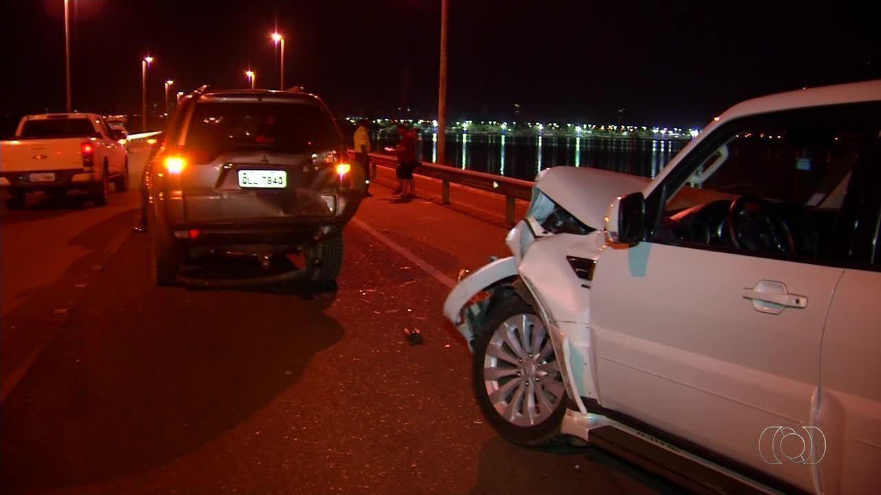 Três carros se envolvem em gavetamento na ponte Fernando Henrique Cardoso, em Palmas