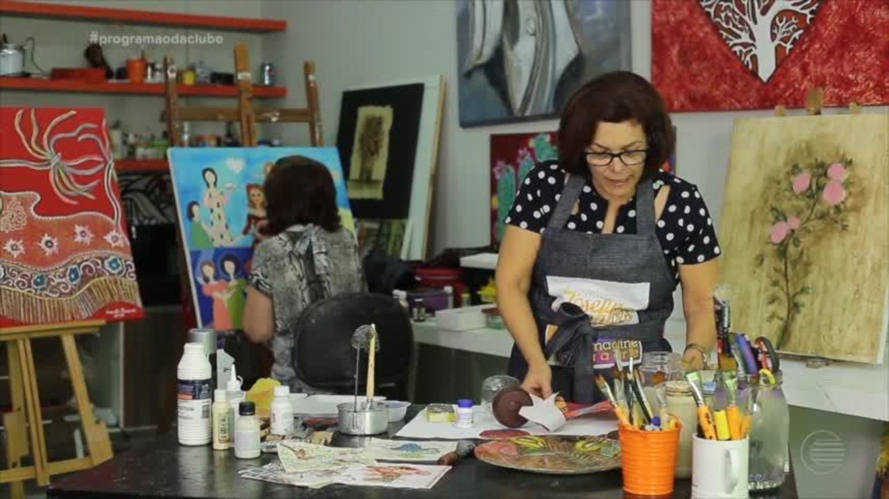 Artista mostra como reaproveitar objetos e transformá-los em obras de arte