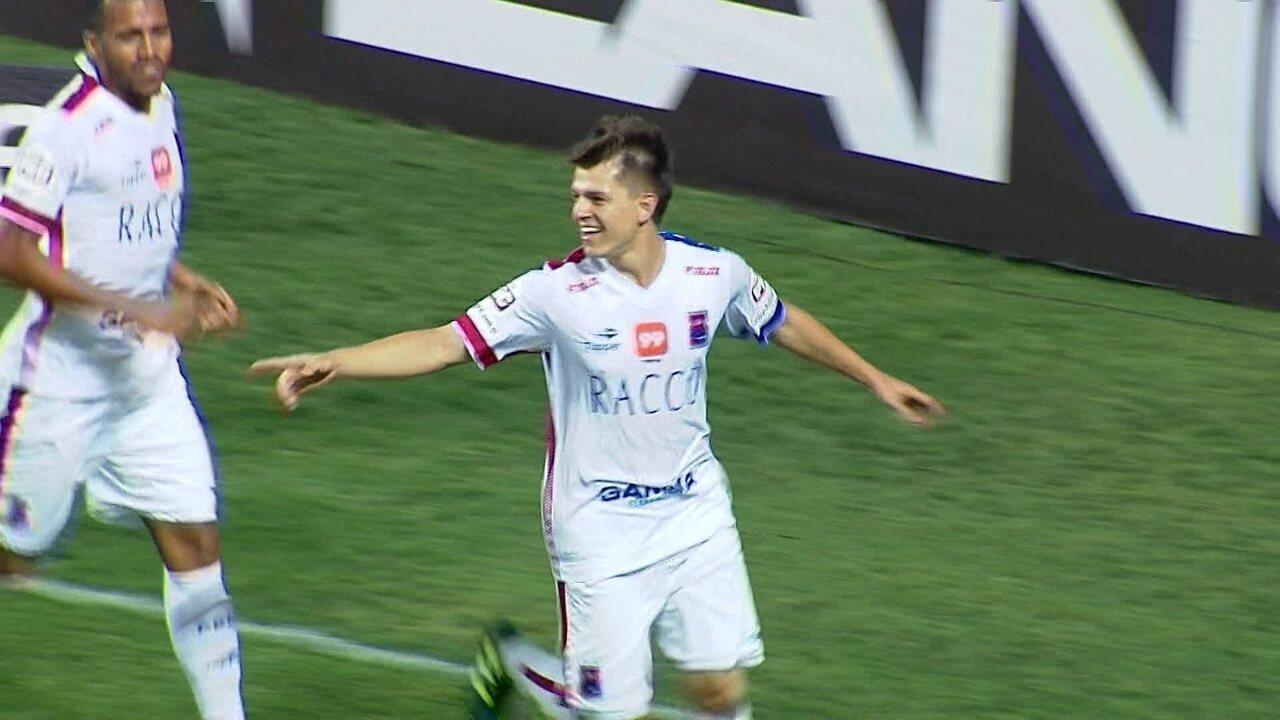 Gol do Paraná! João Pedro cobra pênalti e abre o placar, aos 26 do 1º tempo
