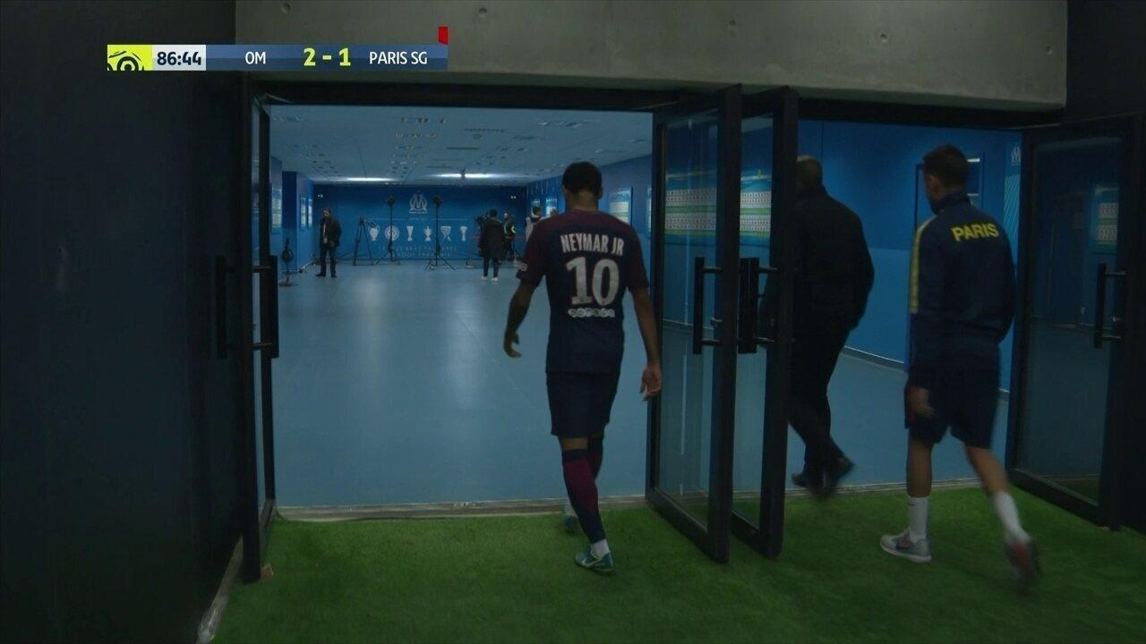Expulso! Neymar tem o segundo cartão amarelo por empurrão e está fora aos 41' do 2ºT