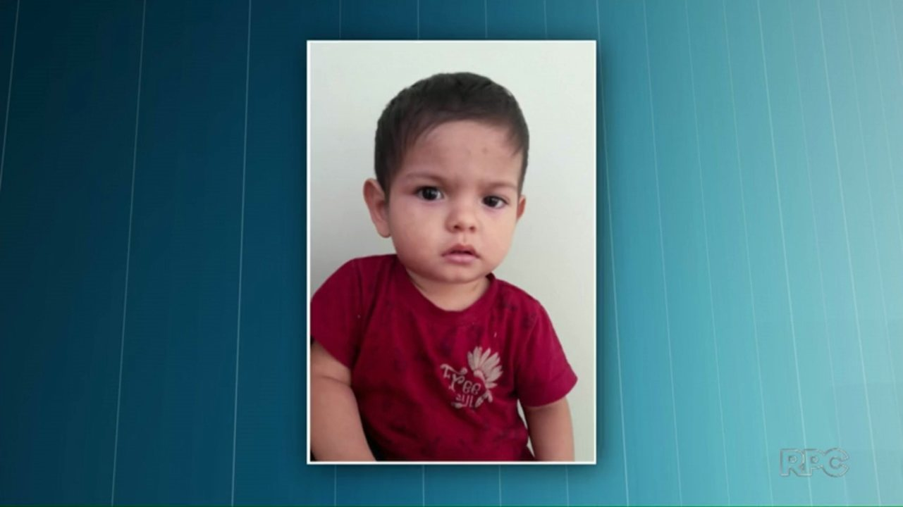 Polícia divulga foto de criança com a intenção de encontrar a família