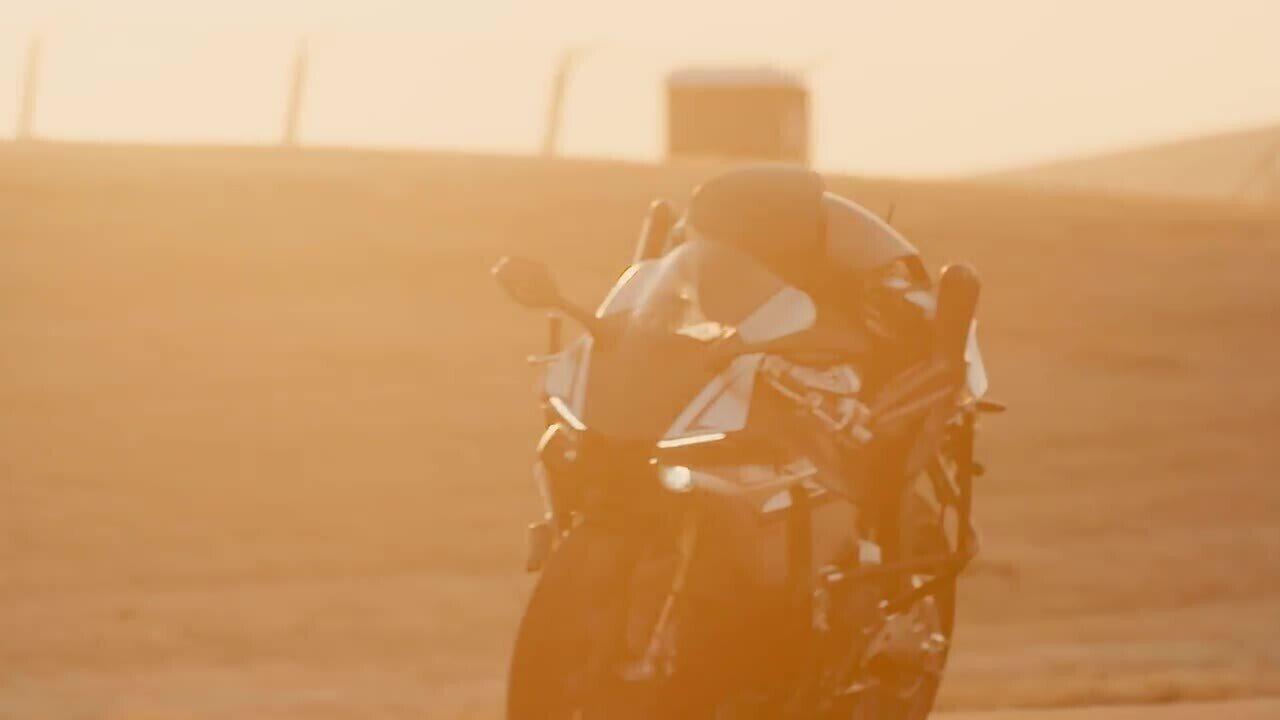 'Robô motoqueiro' desafia Valentino Rossi na pista