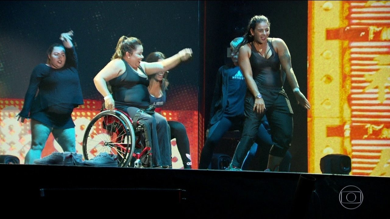 Atleta paralímpica participa de show de Anitta