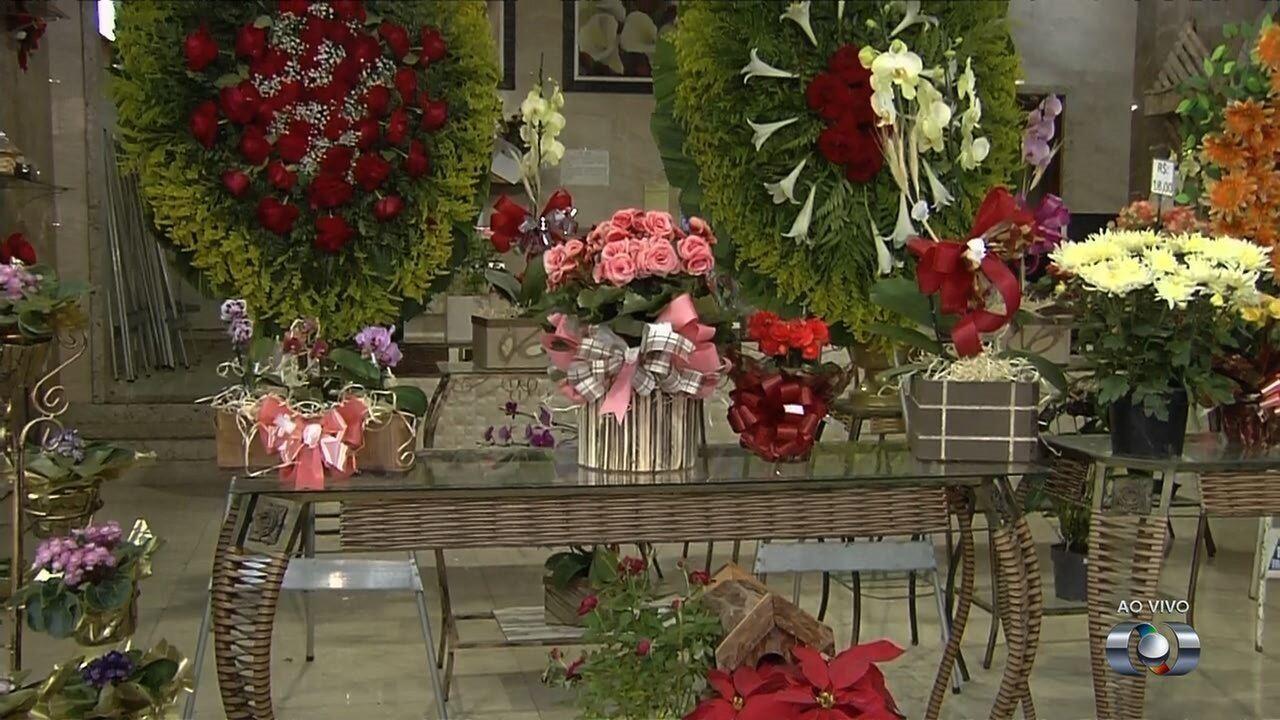 Pesquisa do Procon aponta aumento de 11% em preços de flores e coroas, em Goiânia