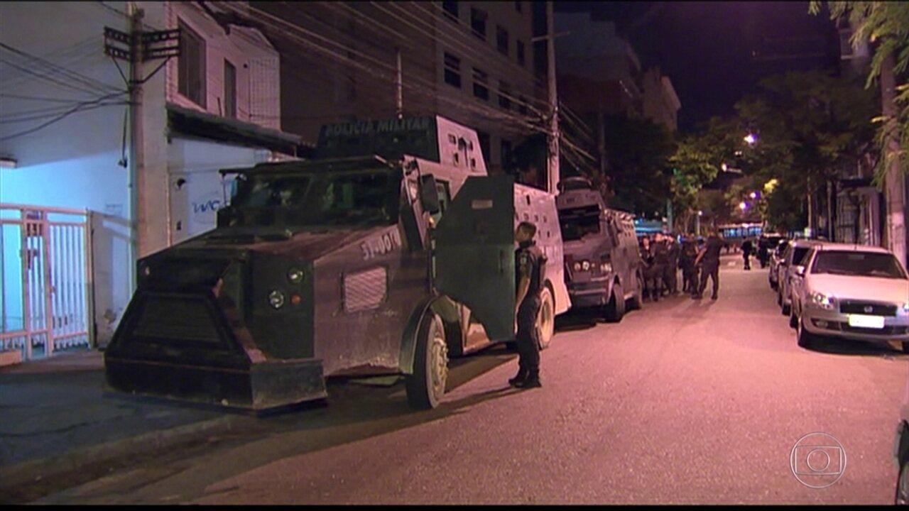 Operação no Complexo do Lins busca assassinos de comandante da PM
