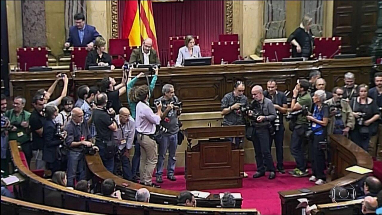 Espanha dissolve Parlamento catalão e convoca eleições para dezembro
