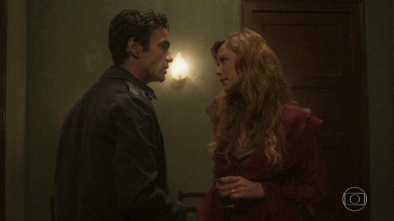 Suzana repreende Nelson por ele não ter seguido plano para roubar César
