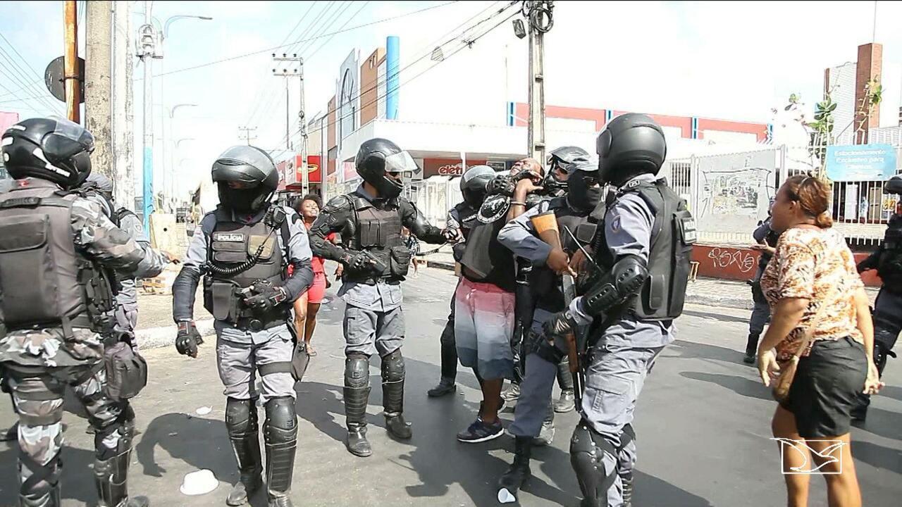 Protesto resulta em conflito entre policiais militares e manifestantes em São Luís