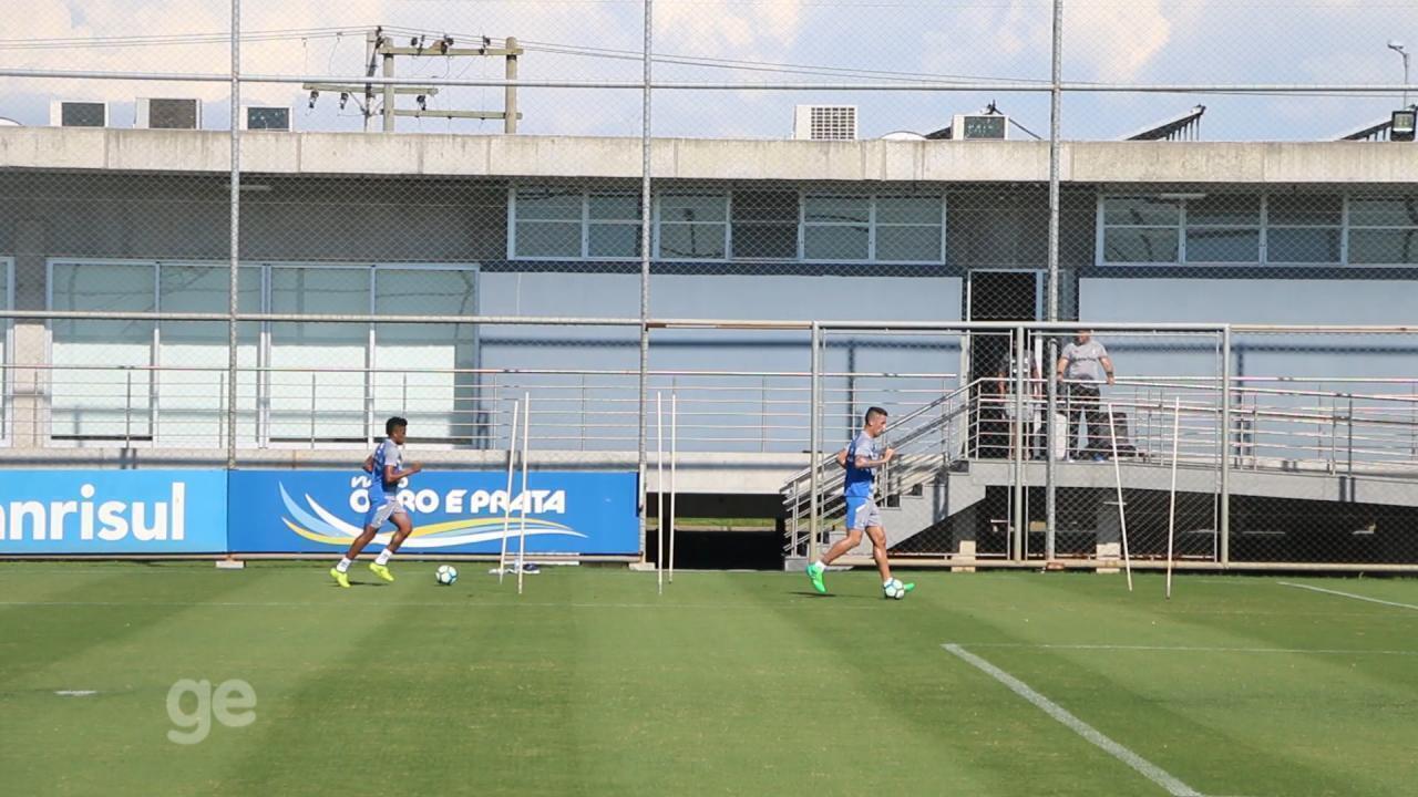 Barrios e Cortez fazem trabalho de fisioterapia com bola nesta quinta-feira (9)