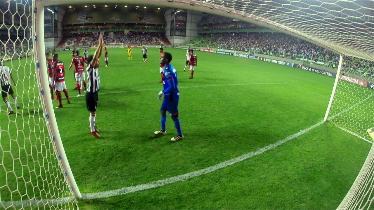 Menino maluquinho! Câmera no gol mostra movimentação de Luan no gol de empate do Galo