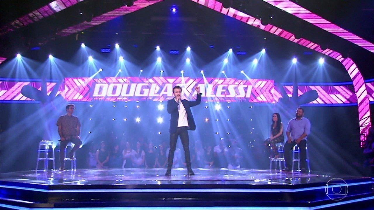Douglas Alessi cantou 'Pétala'