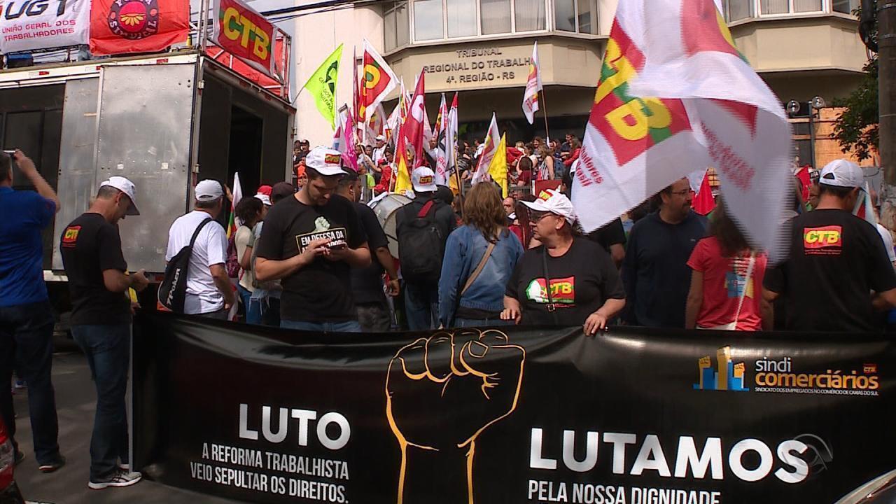Manifestantes fazem protestos no Rio Grande do Sul contra reforma trabalhista