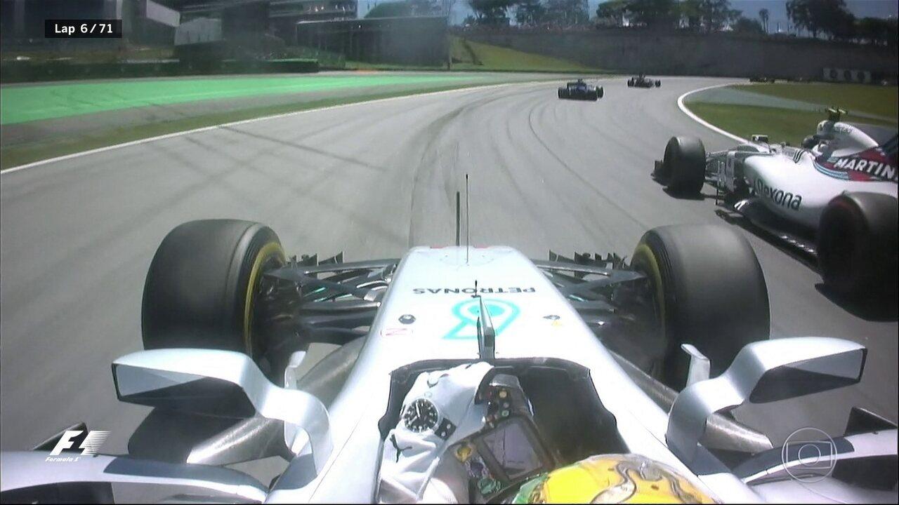 E lá vem o Hamilton! Tetracampeão come'ca a tentativa de se recuperar na corrida