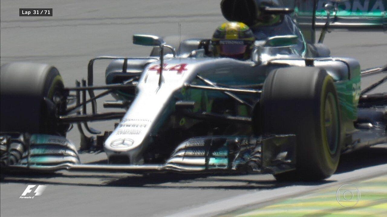 E Hamilton já é o líder do GP Brasil! Segura o tetra!