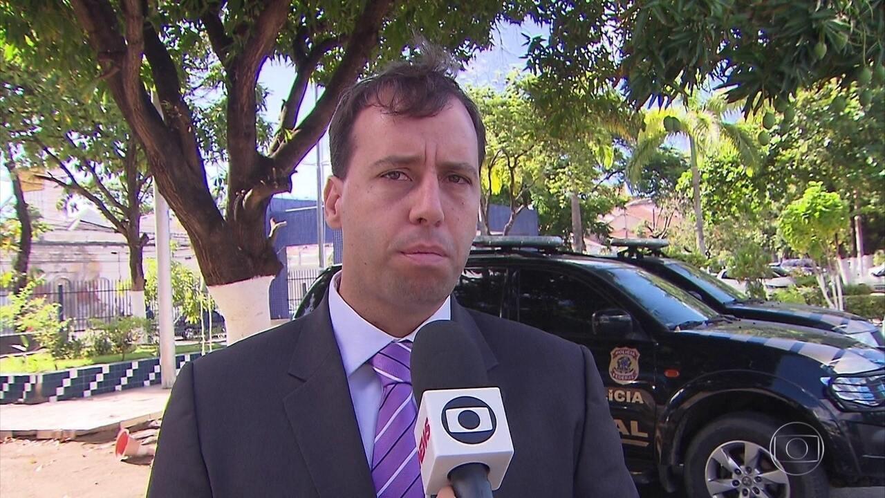 Adolescente é levada para depor em operação que apura suspeita de fraude no Enem