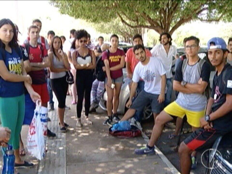Alunos da Unimontes fazem protesto devido a falta de professores