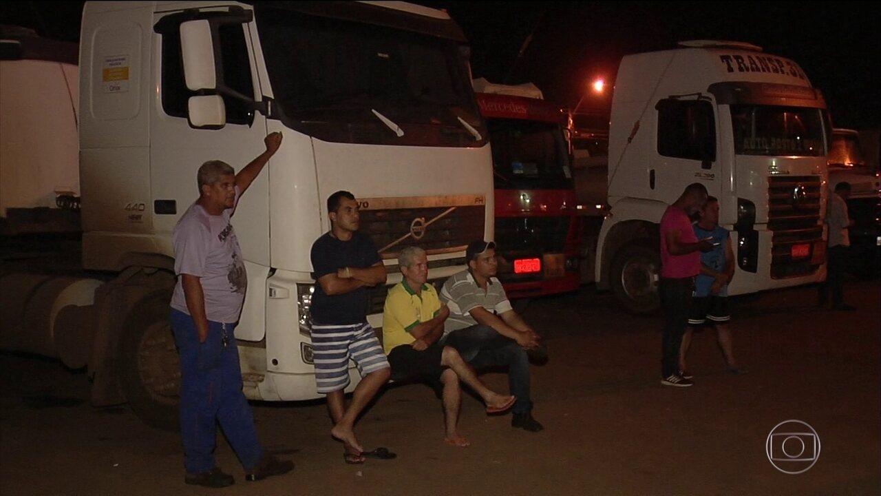 Distribuidoras de combustíveis são alvos de manifestantes em Goiás