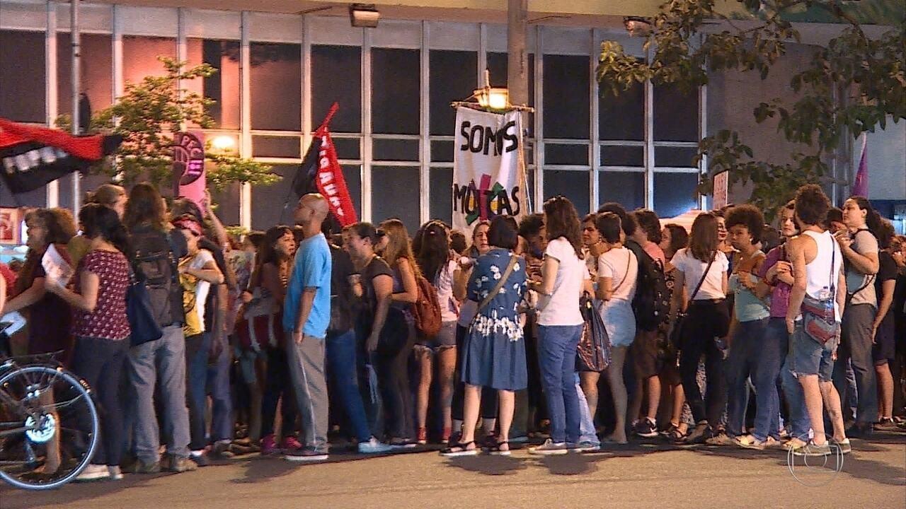 Mulheres protestam em BH contra PEC que pretende criminalizar o aborto após estupro