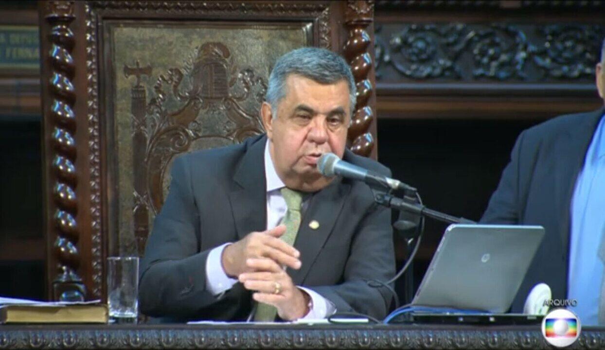 Jorge Picciani (PMDB) é levado para depor em operação que investiga pagamento de propina