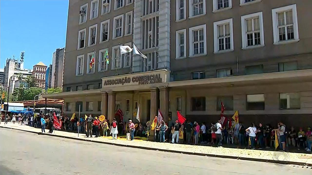 Professores estaduais em greve pedem apoio do empresariado