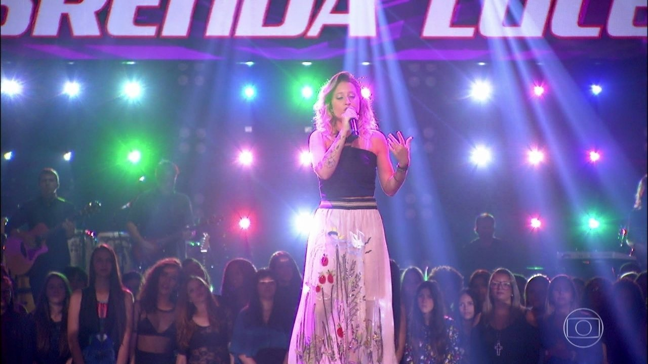 Brenda Luce canta