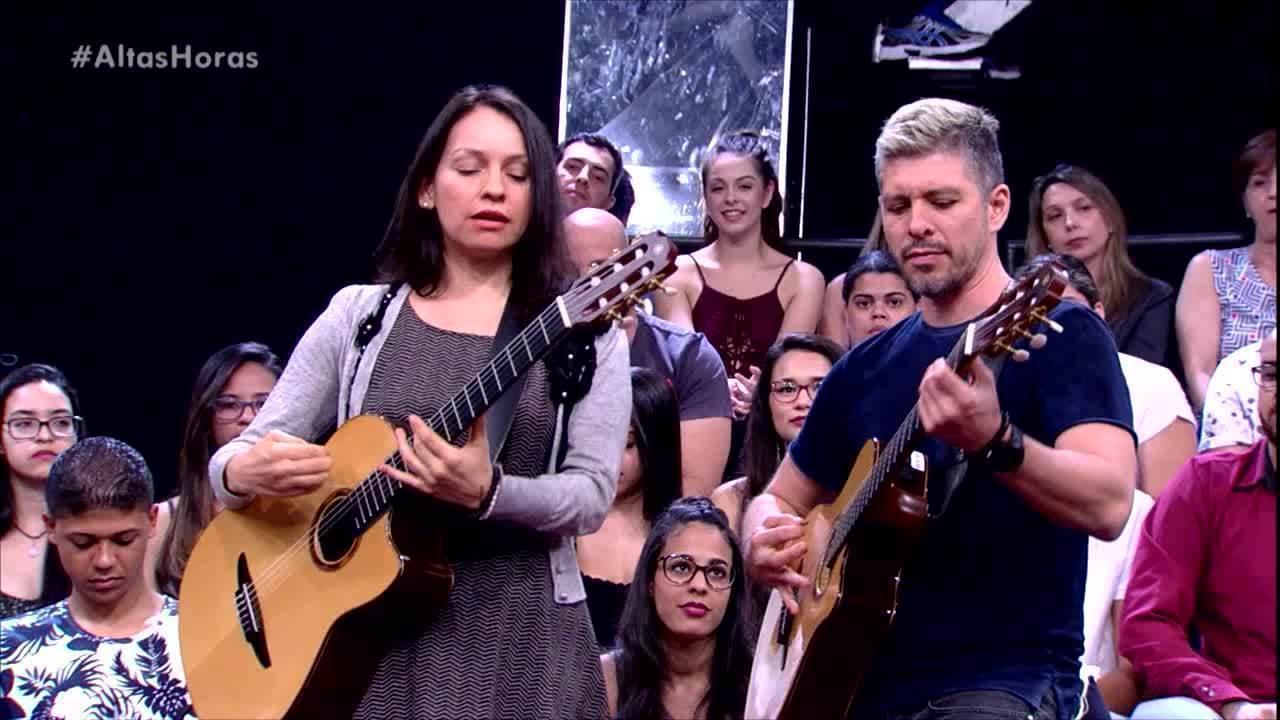 Rodrigo y Gabriela tocam