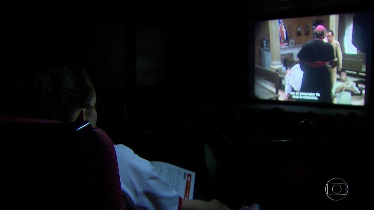 Sessão de cinema com recursos de acessibilidade encanta público