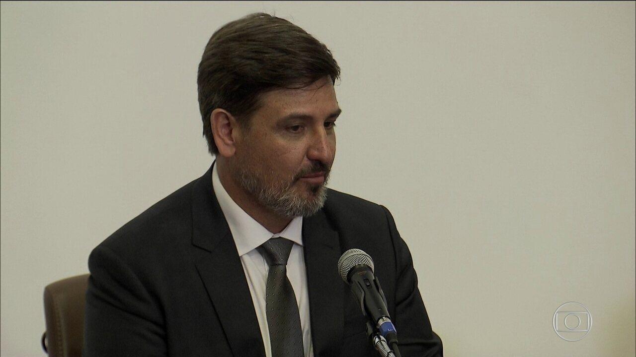 Segovia questiona denúncia contra Temer ao tomar posse na PF