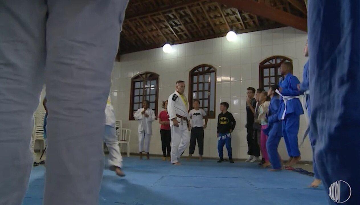 'Jiu-jitsu na Quebrada' resgata crianças e adolescentes das ruas em Itaquaquecetuba
