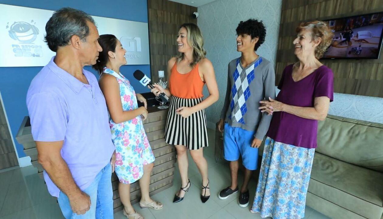 Família Digital se diverte nos bastidores da TV Sergipe