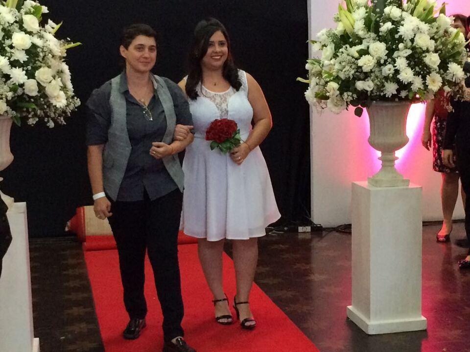 Prefeitura de SP realiza casamento coletivo gay com 39 casais