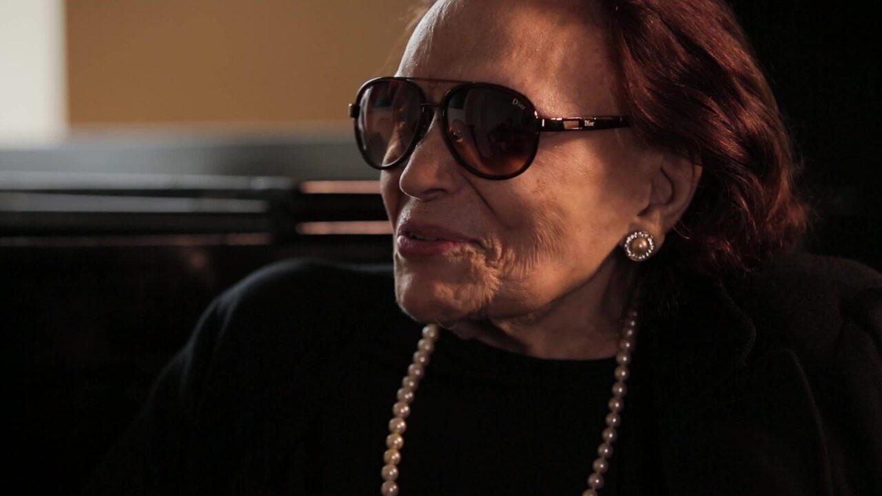 Aos 95 anos, Bibi Ferreira abre a casa e fala sobre a carreira e o novo espetáculo