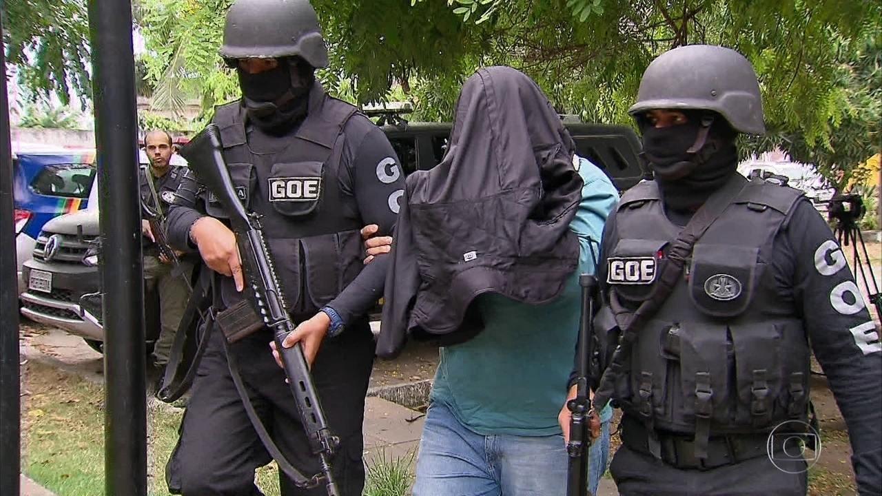 Policiais presos extorquiam dinheiro de vítimas de roubo, diz polícia