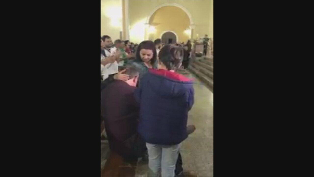 Público aplaude Rafael Henzel na Capela Santo Antônio