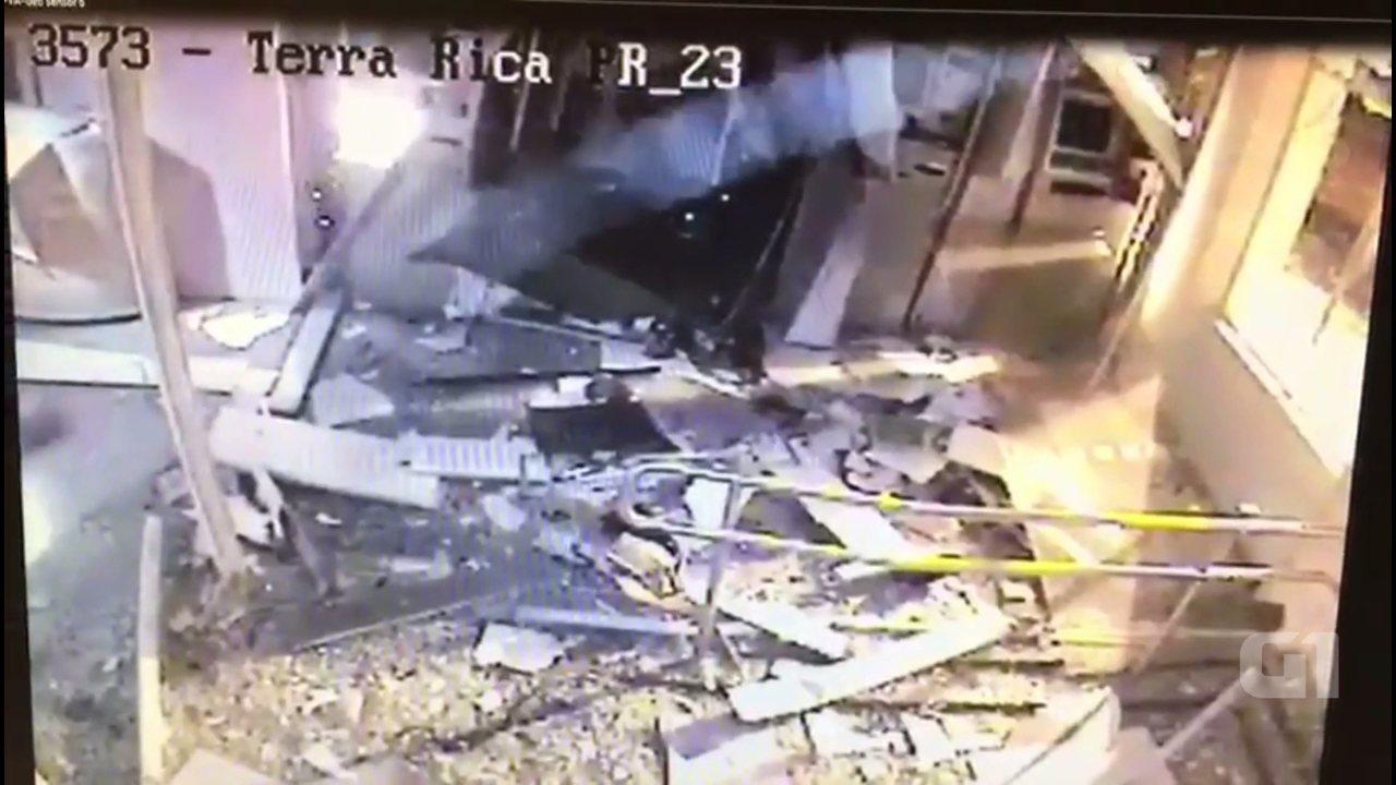 Quadrilha explodiu caixas eletrônicos em Terra Rica em agosto de 2016, segundo a PF
