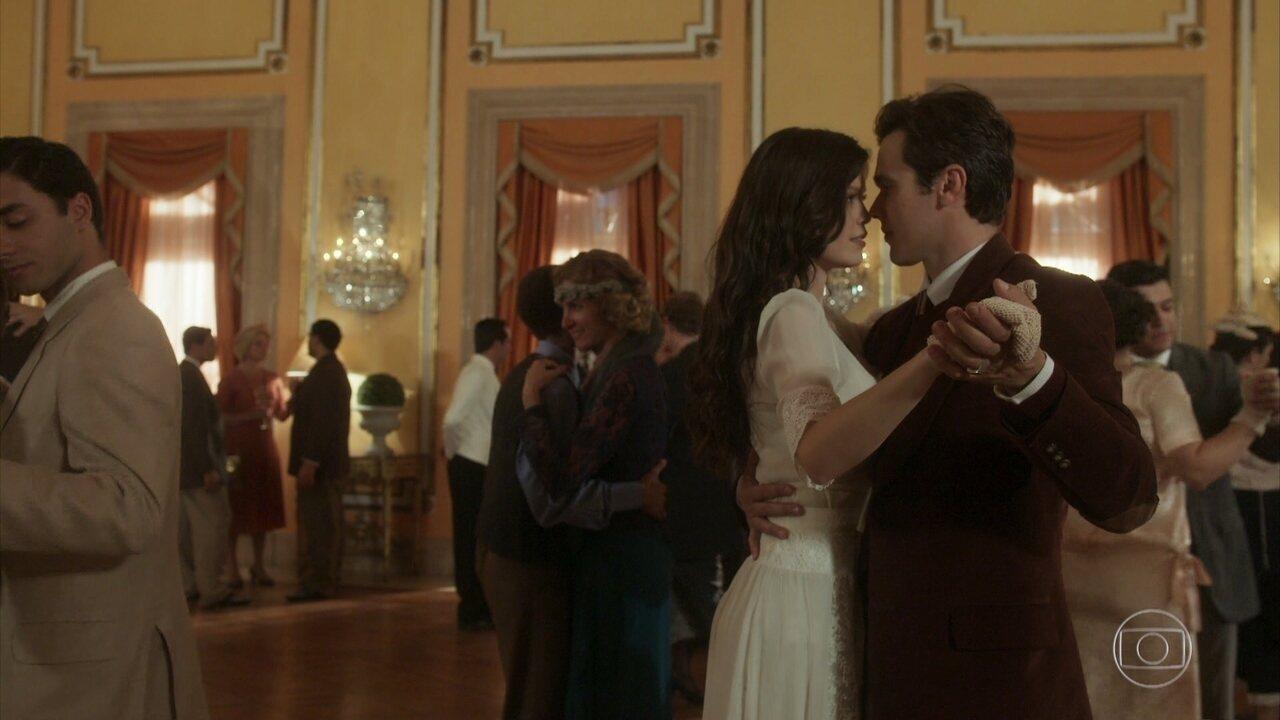 Maria Vitória declara que não pode retribuir os sentimentos amorosos de Vicente