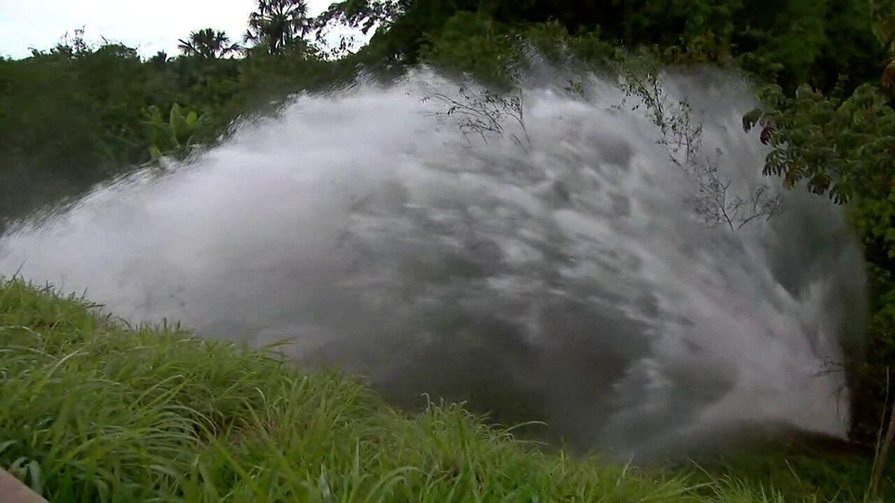 Vazamento de água no Lago Norte fecha pista entre o Varjão e o Paranoá