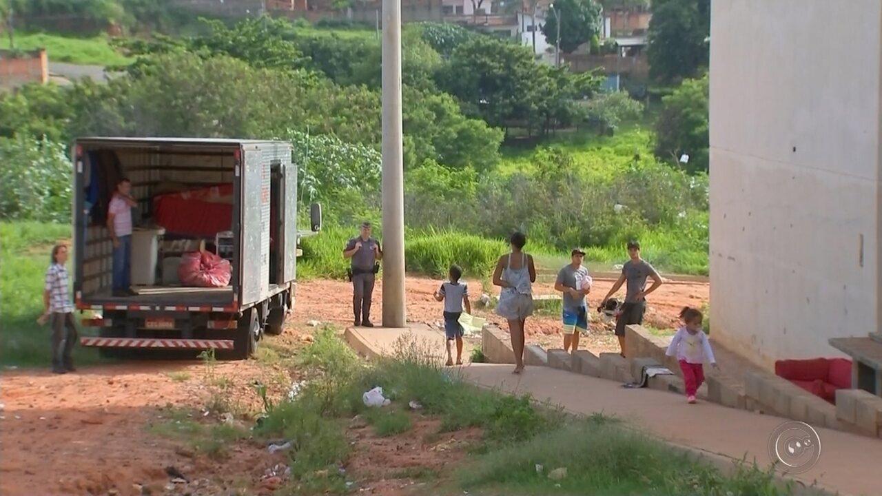 Polícia Militar cumpre reintegração de posse em condomínio de Bauru