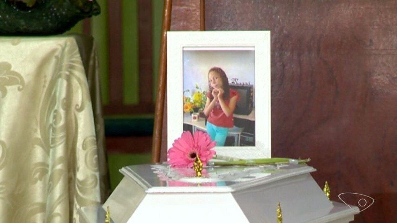 Corpo da menina Thayná é velado em igreja evangélica de Cariacica, ES