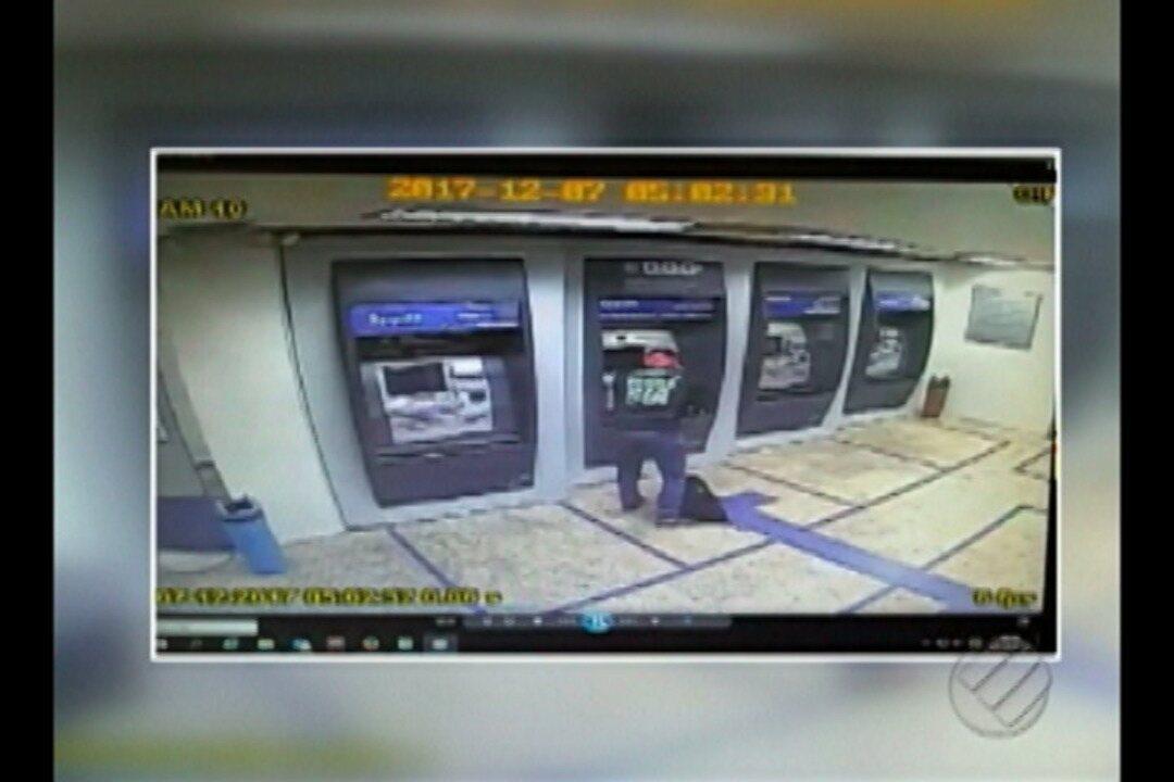 Vídeo mostra o momento em que assaltantes tentam roubar agencia bancária em Ananindeua