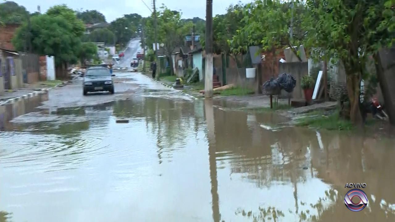 Alagamentos em função da chuva fazem famílias saírem de casa em Viamão