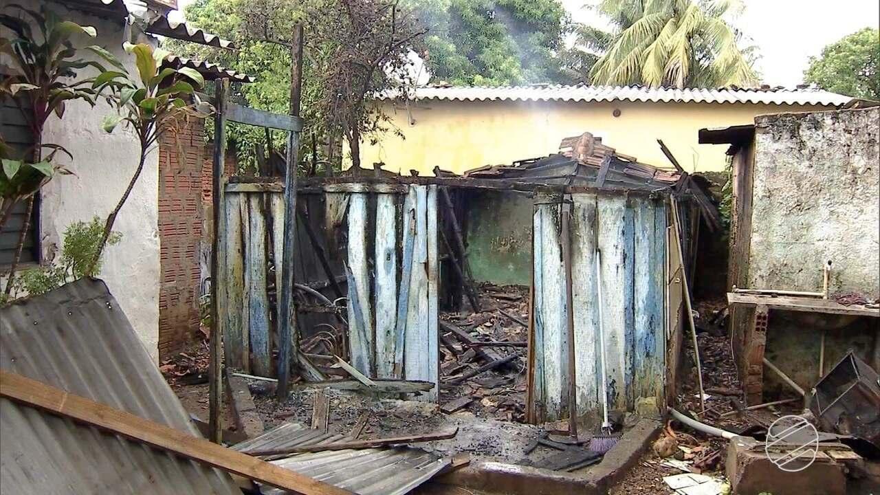 Incêndio destrói edícula de casa no bairro Taquarussu, em Campo Grande