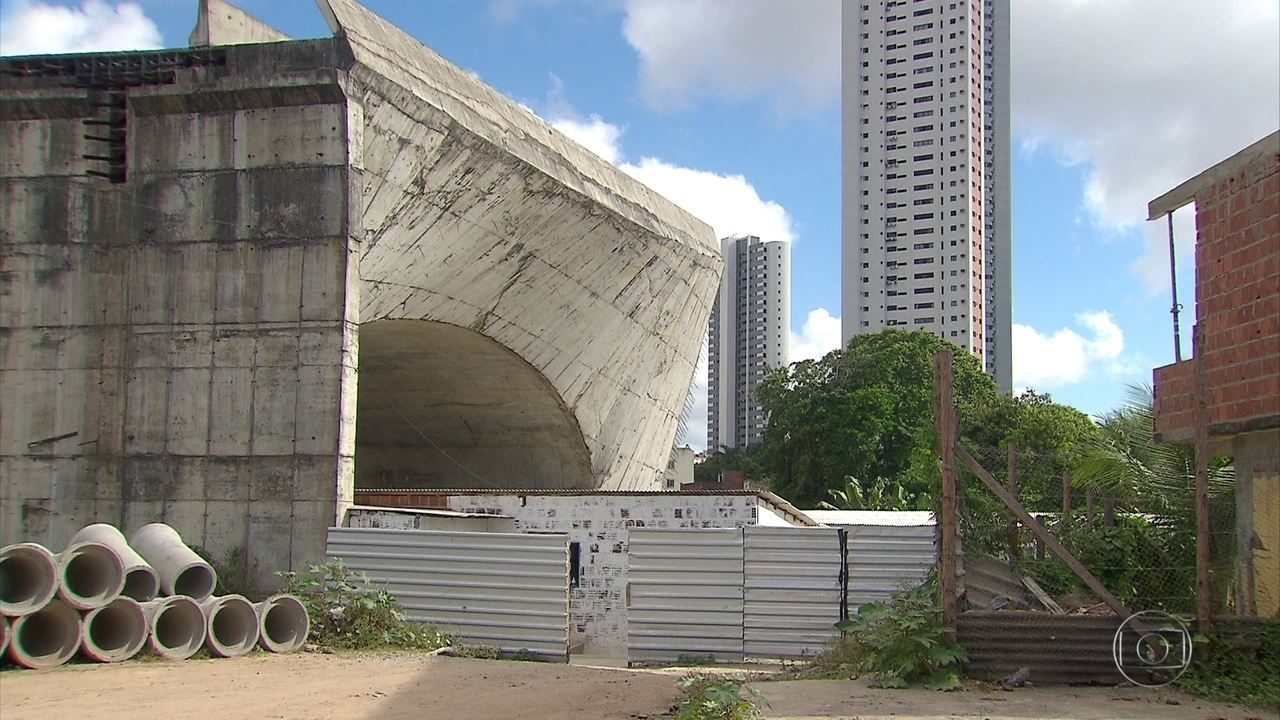 Mais de 1,5 mil obras públicas estão paralisadas em Pernambuco