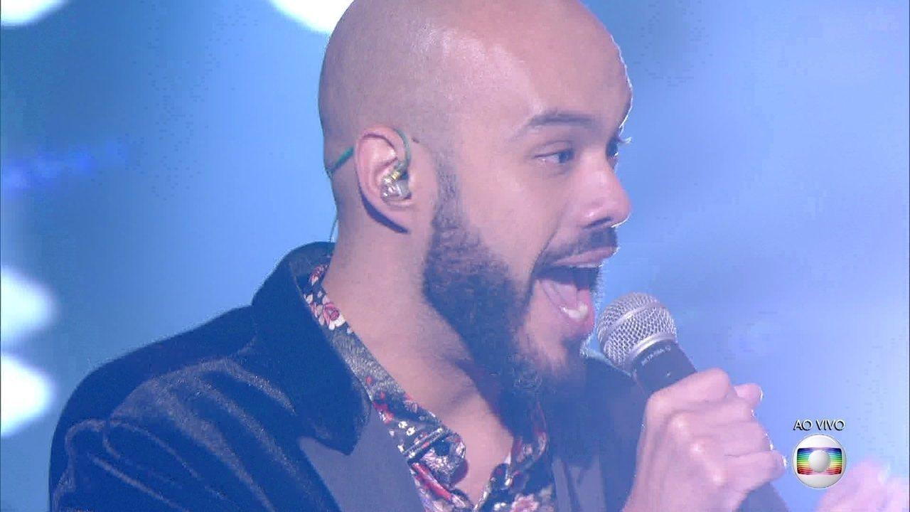 Juliano Barreto canta 'Noite Do Prazer'